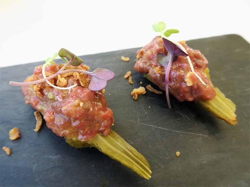 Picalagartos Sky Bar Berenjenas de Almagro con Steak Tartar