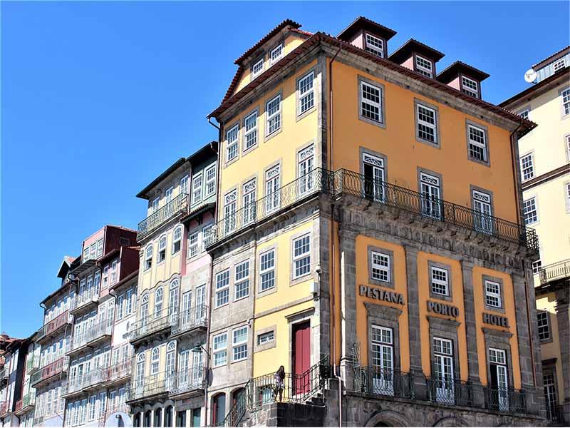 Viajar a Oporto Casas de la Ribeira