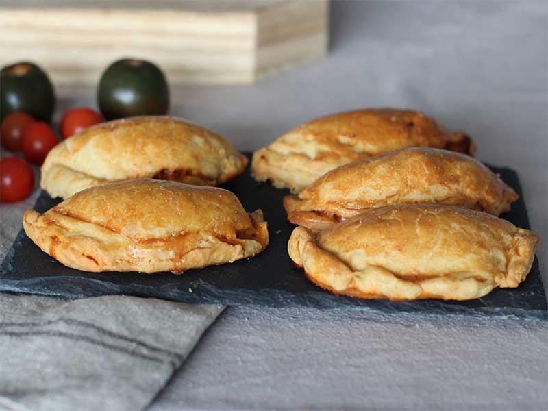 Empanadas argentinas de masa casera atun y tomate