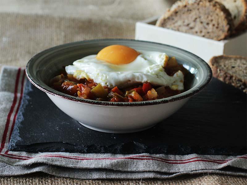 Receta Pisto manchego Casa Dani con huevo y pan