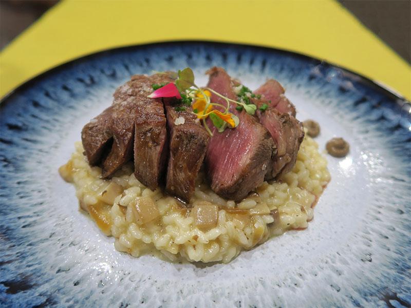 Restaurante Bocarte Pontevedra Solomillo de vaca asado y laminado con risotto de setas Galmesano y trufa