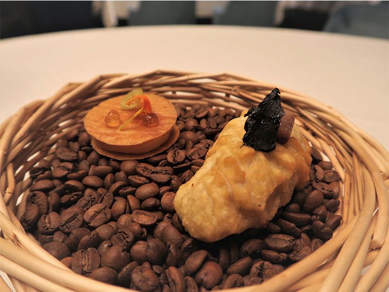 D·Origen Espacio Gourmet sesos de cordero y Milhojas de gachas