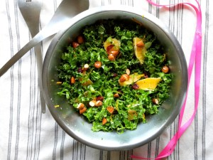 grønkålssalat med appelsin og tranebær