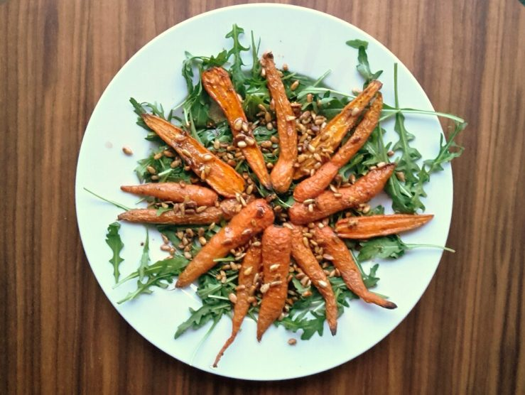 bagte gulerødder med rucola
