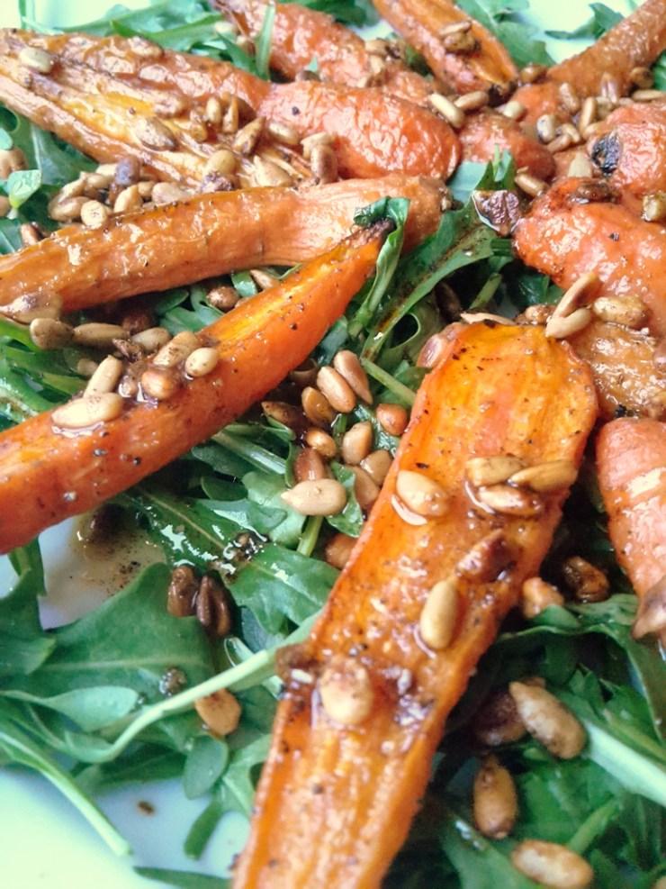 bagte gulerødder, low fodmap, rucola, solsikkekerner