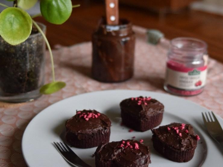 chokolade-roedbede muffins. spis efter saeson, glutenfri, low fodmap, gastroequation, fredagskage