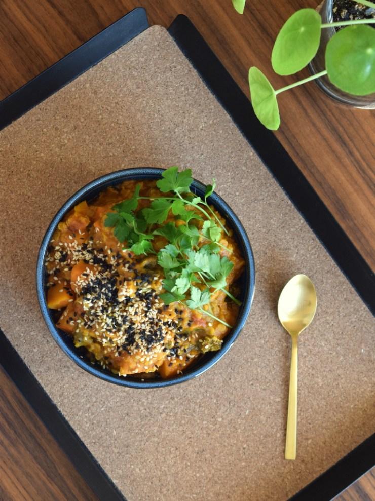 dahl, groentsager, vegetar, groenkaal, graeskar, gastroequation, indisk, spis efter saeson