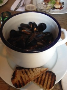 mussels, seafood, mussels and bread, steamed mussels