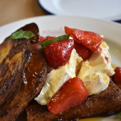 French toast strawberries cream milk bar brunch restaurant blog kiev kyiv ukraine