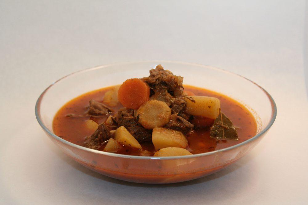 Kedvencem a lassú főző (slow cooker): Marha gulyást készítek ma benne!