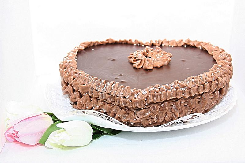 A tökéletes dupla csokis szívtorta tönkölybúza lisztből