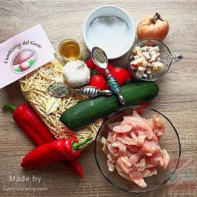Hozzávalók-Cukkinis trofiette csirkemell csíkokkal, fehérborecet-gyöngyökkel