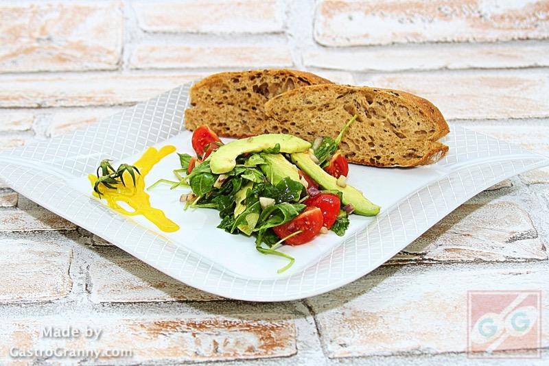 Egy koleszterin-szint csökkentő étel: Paradicsomos avokádó saláta