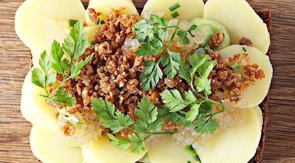 Aspargeskartofler med Estragonemulsion, fedtegrever og syltede sagogryn