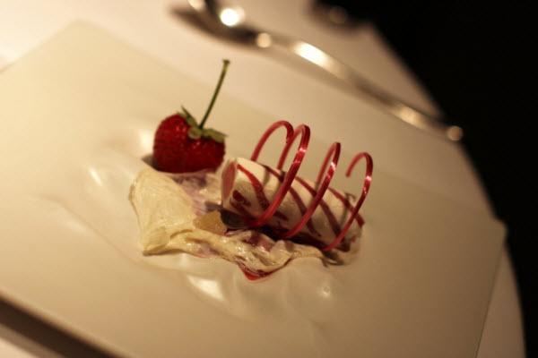 """""""Jordbær og fløde"""" - mere behøver du ikke..."""