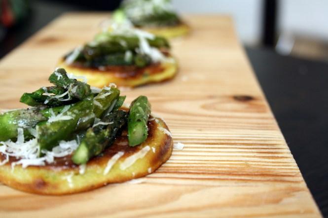 Kartoffelblinis, grønne asparges