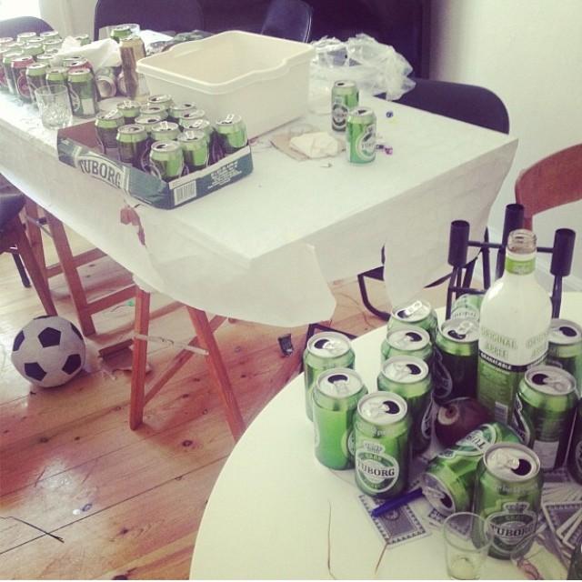 Vickys stue efter kærestens sidste herrefrokost! Ekstrapoint for den alternative tankegang...og fodbolden i stuen!!