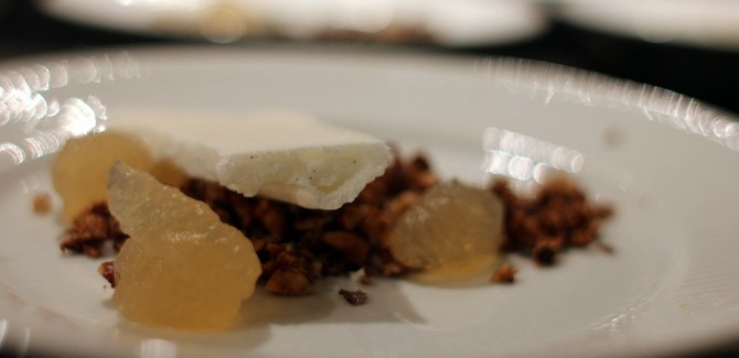 Nytårsmenu 2013 – Dessert: Brunet smør is, marengs og æble