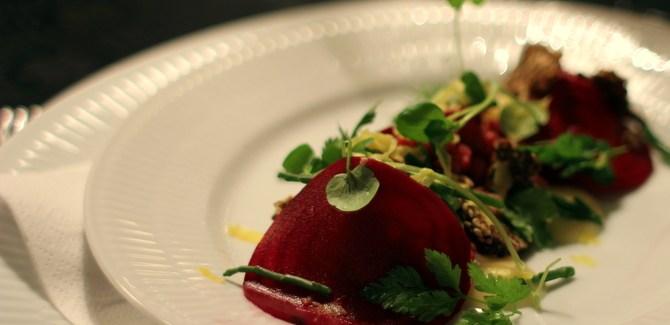 Nytårsmenu 2013 – Forret #1: Oksetatar, rødbede, peberrod og urter