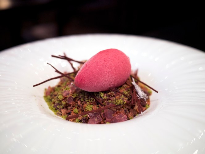 En ekstremt kompleks dessert, der imiterede en efterårsskovbund af den smukkeste slags.