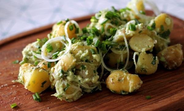 Avokado-rygeost creme og nye kartofler - win!
