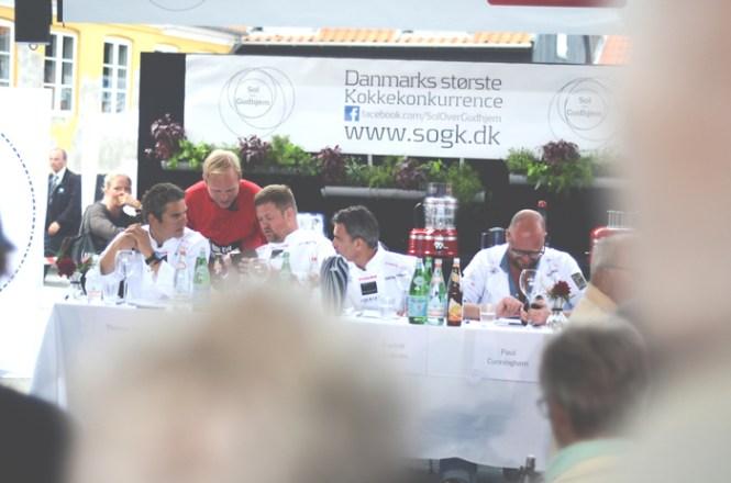 Et veloplagt dommerbord. Fra venstre: Thomas Rode, Jesper Koch, Francis Cardenau og Paul Cunningham