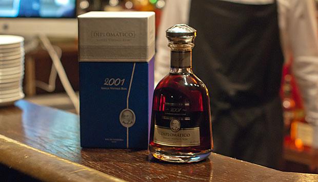 diplomatico_singlevintage2001_bottle