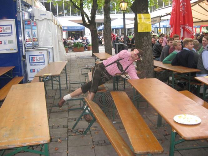 Det kan være svært at holde balancen efter et par liter øl.