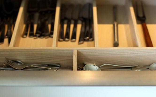 Vi roder i vores køkken...
