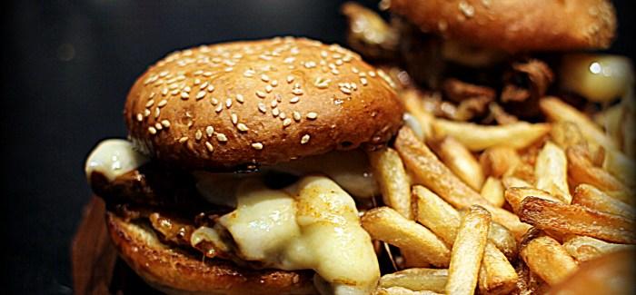 Man vs. Food: Steak Burger med ribeye, rösti og rigeligt ost