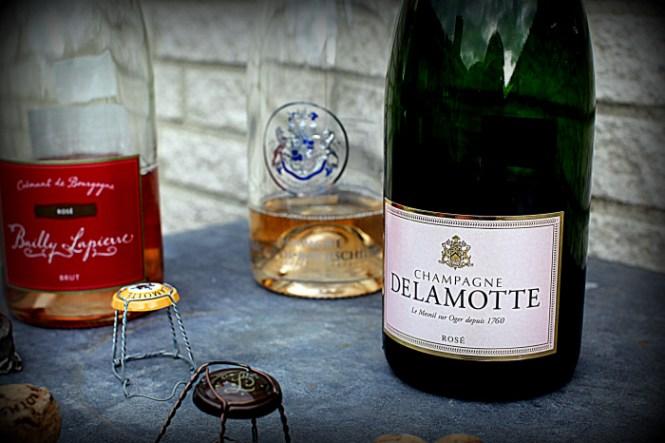 Flotte bud af røde bobler... Læg mærke til Rothschild i baggrunden...