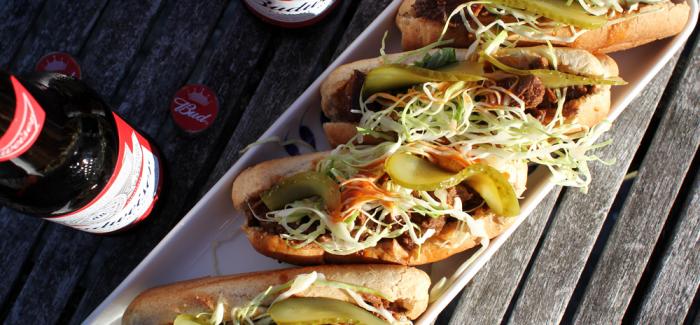 Shortribs Hotdogs med Coleslaw og Cholula