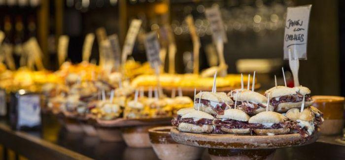 CITYGUIDE: Disse 5 tapas-barer skal du besøge i Barcelona