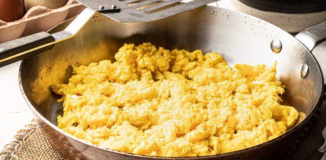 Perfekte scrambled eggs - foto Mikkel Bækgaard