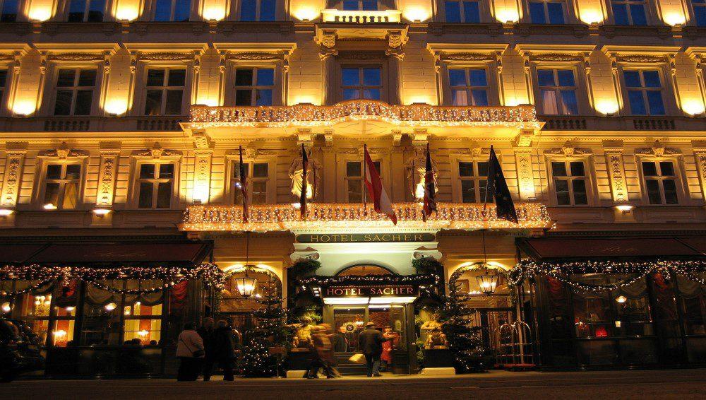 Wien_Hotel_Sacher_Am_Abend