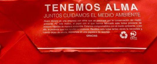 Álvaro Moreno inicia un proceso de renovación de sus bolsas para incorporar unas nuevas confeccionadas con un bioproducto natural, renovable y biodegradable que puede reciclarse más de siete veces - Gastronomía y Moda