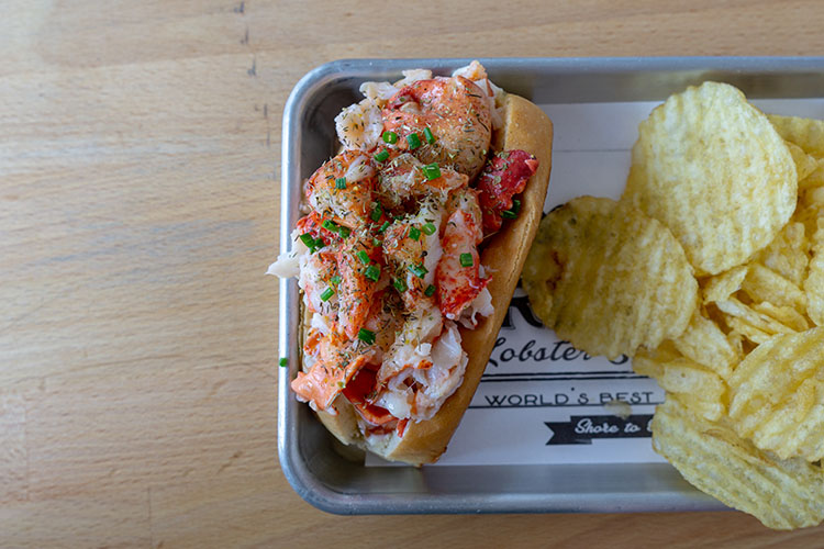 Freshies Lobster Co - lobster roll