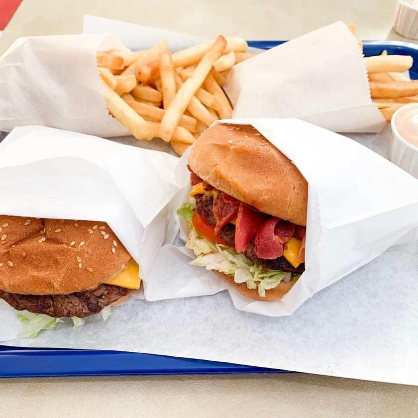 Atlantis Burgers – pastrami burger (Foody Fellowship)