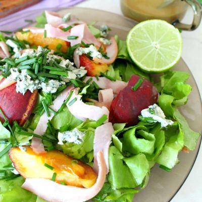 Salata De Piersici Cu Branza Albastra