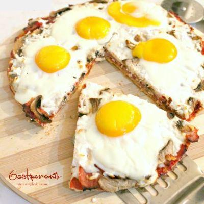 Pizza Mic Dejun cu Ou, Sunca si Cascaval