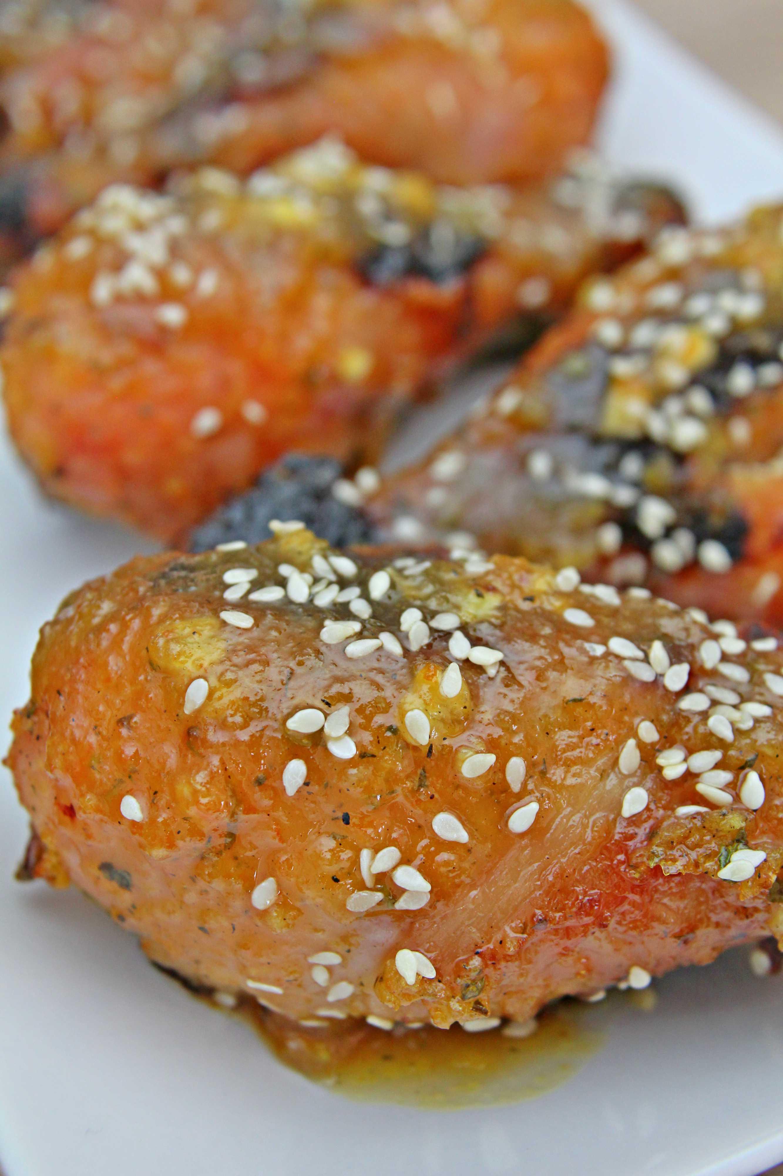 Ciocanele in sos de portocale pe platou alb