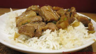 Wok de poitrine de porc marinée et caramélisée