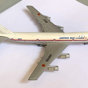 Tomica Japan Air Lines Boeing 747 1:400 Scale Model