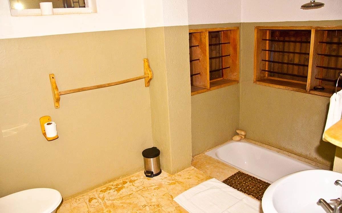 Gately Inn Entebbe Family Suite