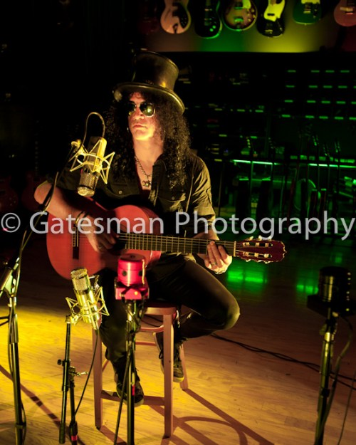 Slash goes acoustic