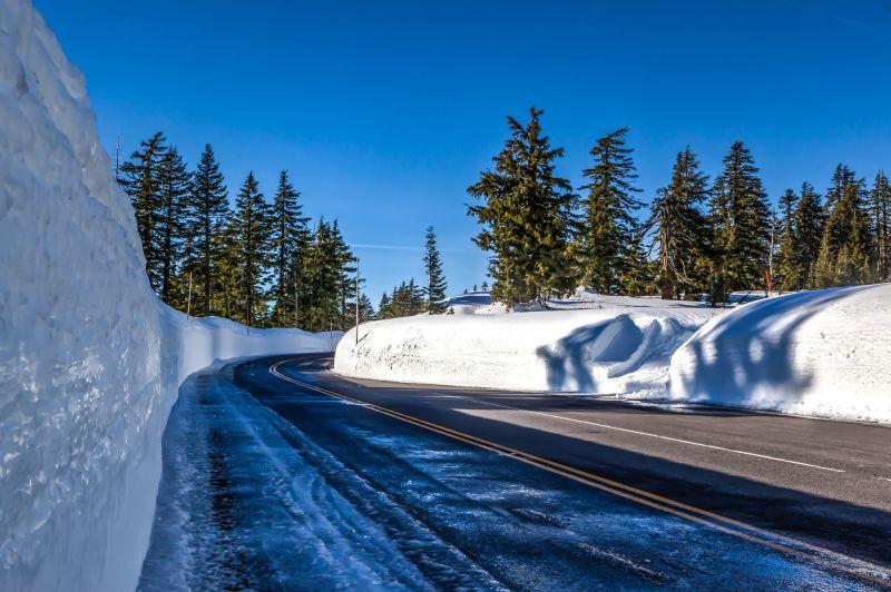 Road up to Crater Lake Rim Village