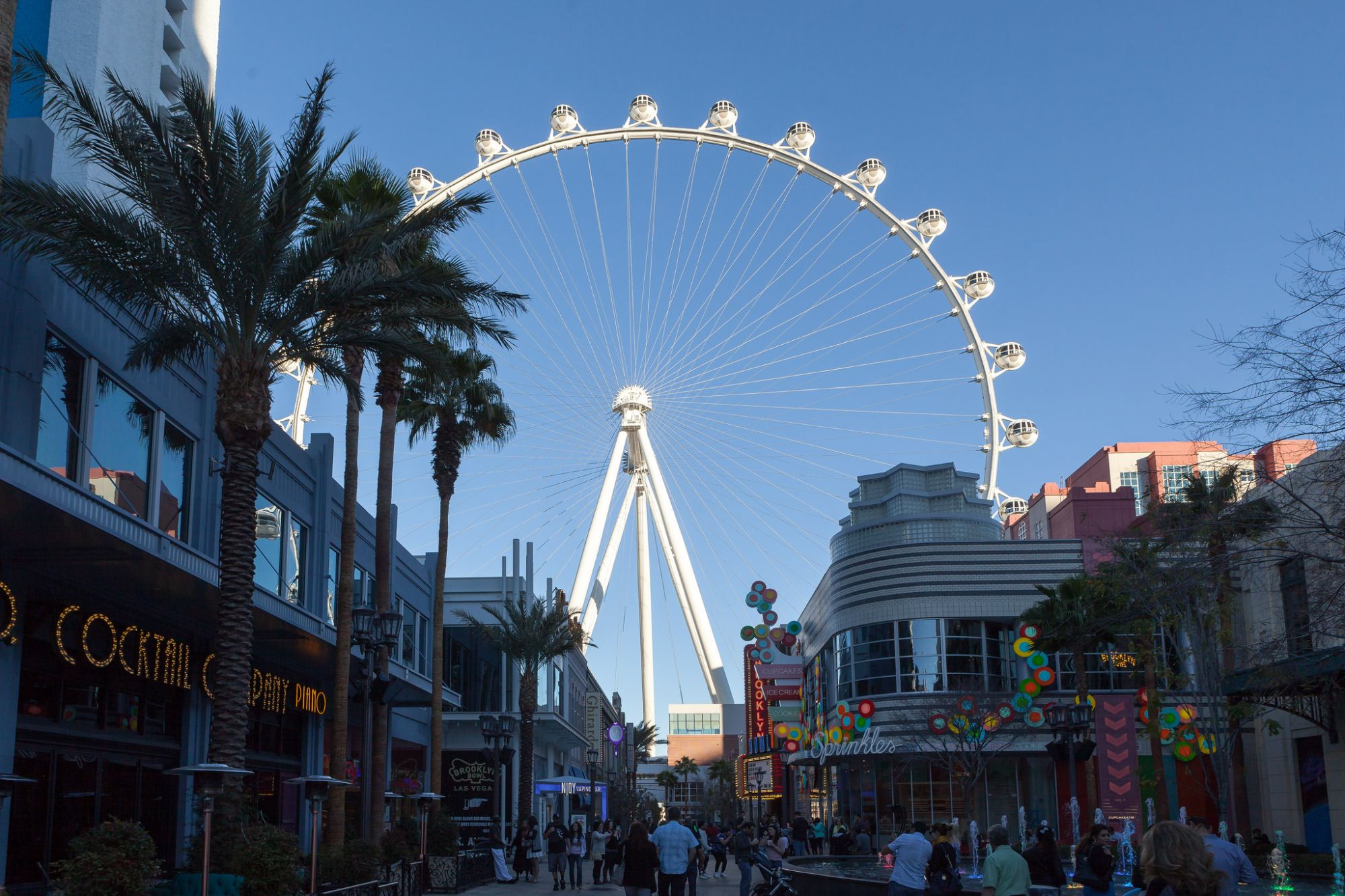 The High Roller – Ride the World's Tallest Ferris Wheel