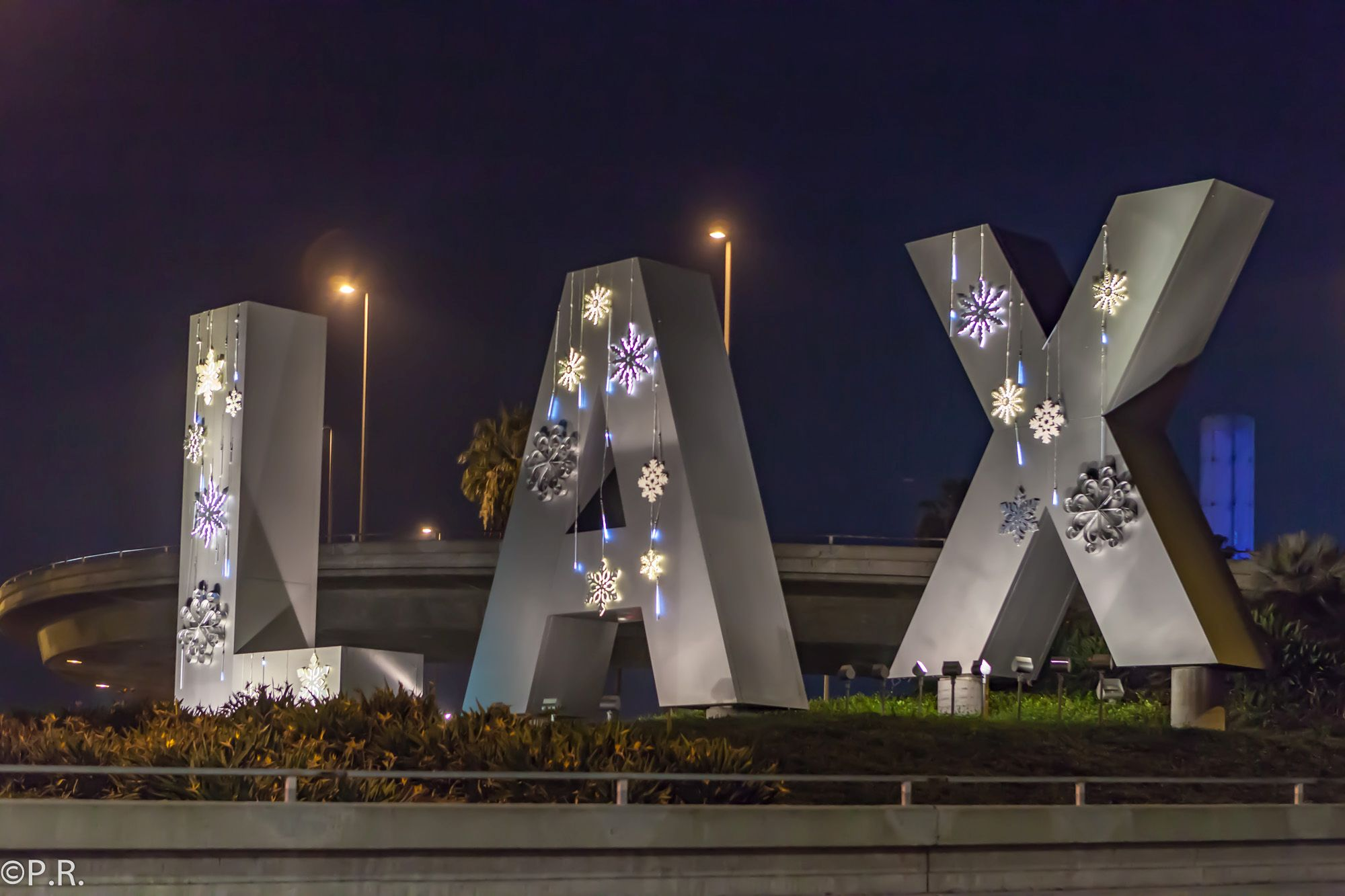Photo of the Week: Merry Christmas at LAX