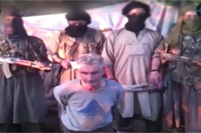 n this still image from a video published on the Internet on Wednesday, September 24, 2014, by a group calling itself Jund al-Khilafah, or Soldiers of the Caliphate, members of the group stand behind French mountaineer Herve Gourdel just before beheading him. (PHOTO: AP)
