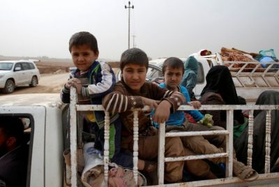 mosul-family-fleeing